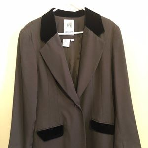 Blazer Faux Fur Collar/Pocket. Pleated back.